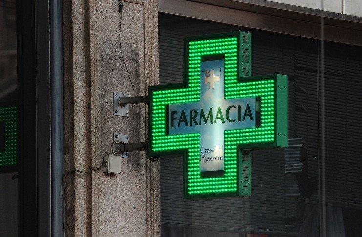 Trovare una farmacia aperta ora per la consegna farmaci a domicilio e vendita tamponi rapidi