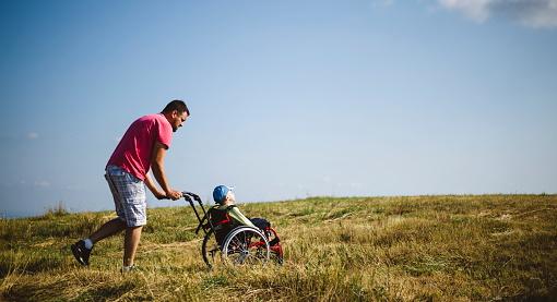 Interventi a sostegno dei genitori caregiver: come presentare la domanda
