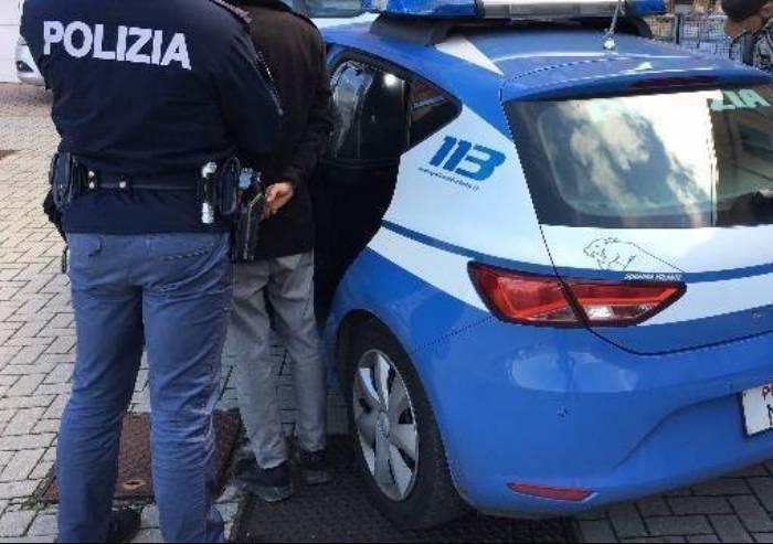 Tenta di scassinare autolavaggio, ma viene inseguito e arrestato dalla polizia