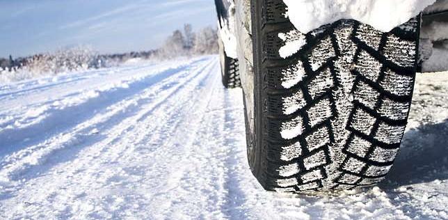 Dal 15 novembre torna l'obbligo di catene a bordo o pneumatici invernali