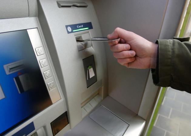 Nobile gesto di un operaio: trova 950 euro e li riconsegna