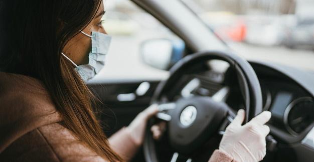 Regole anti-Covid in auto: davanti solo il guidatore con i congiunti