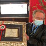 Il Sindaco Santilli saluta Giancarlo Giandomenico, operaio del Comune andato in pensione dopo 41 anni di servizio