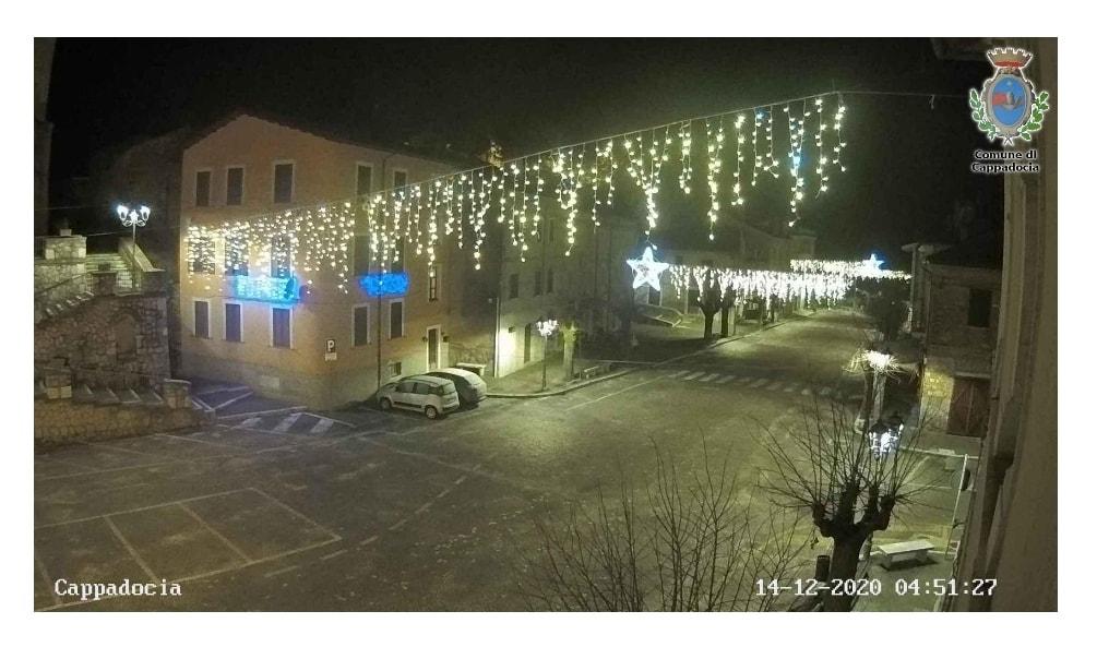"""Gli auguri di Natale del Comune di Cappadocia: """"Quest'anno, più degli altri anni, abbiamo ritenuto sensato addobbare tutti i nostri paesi con le luminarie natalizie"""""""