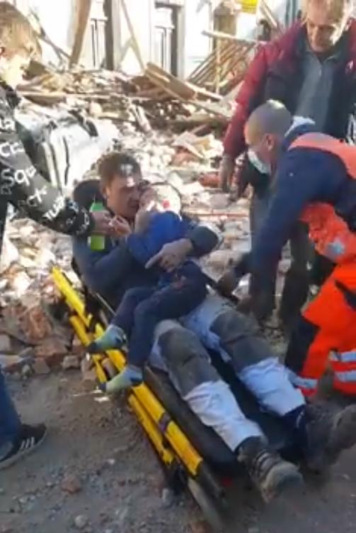 Forte scossa di terremoto in Croazia, Il sindaco della città di Petrinja vicino all'epicentro esorta chiunque possa venire di correre in aiuto della città