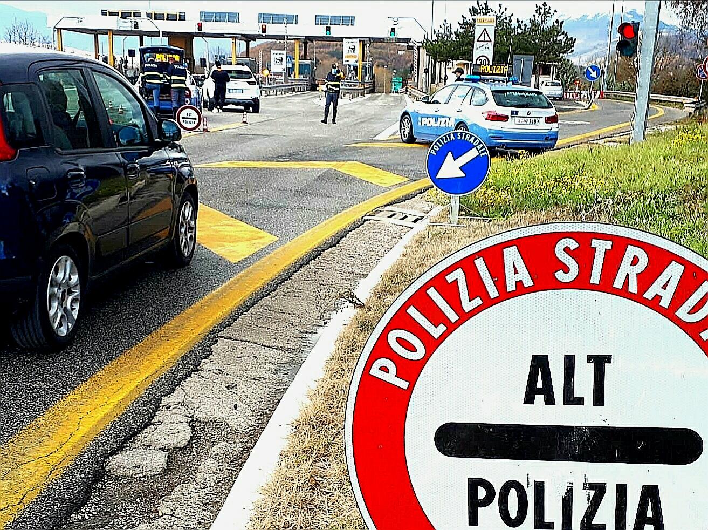 Sicurezza stradale e rispetto delle norme anti Covid nelle festività natalizie. La Polizia Stradale tra i cittadini per viaggiare in tranquillità