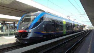 """Treno ALe 501/502 detto """"Minuetto"""" o """"Supposta"""" (in servizio sulla Avezzano-Pescara)"""