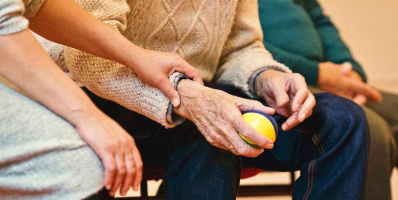 Ripresa di visite e contatti per gli anziani ospitati in strutture residenziali: nuove raccomandazioni