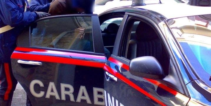 Danneggia tre auto in sosta ad Avezzano, arrestato per tentato furto, danneggiamento e detenzione di sostanza stupefacente