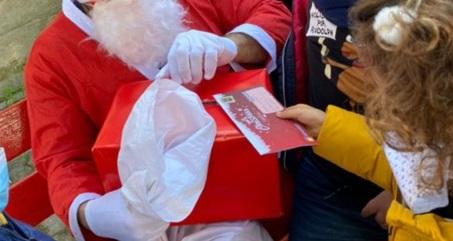 Il Comune di Gioia dei Marsi porta Babbo Natale e doni nelle scuole