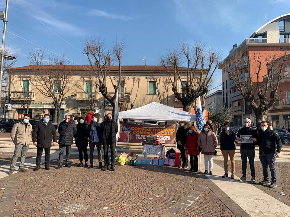 Avezzano, grande partecipazione all'iniziativa di Fratelli d'Italia #compraitaliano e Natale di solidarietà