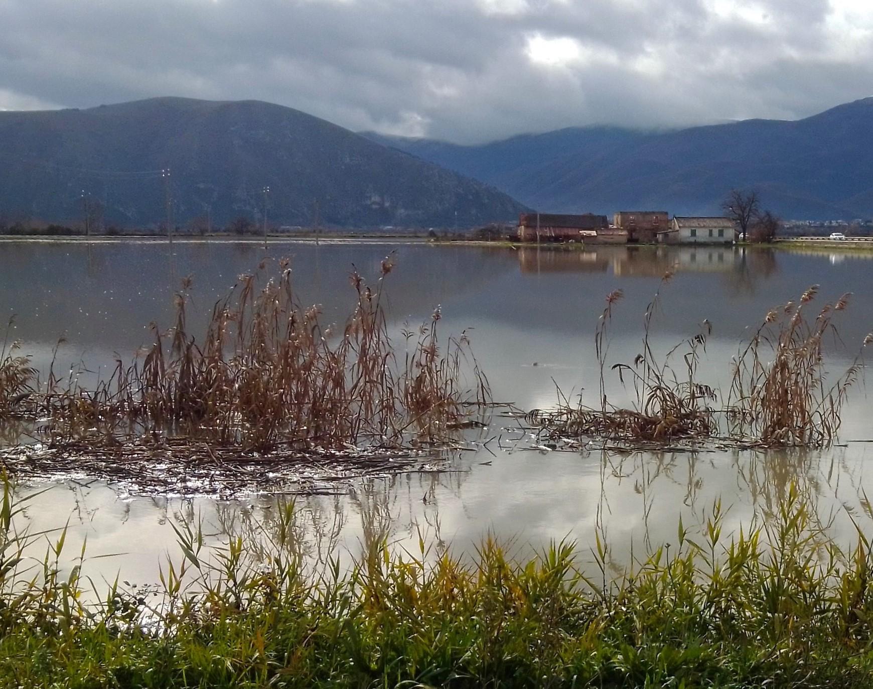 Tanta pioggia e il Fucino torna ad essere un lago