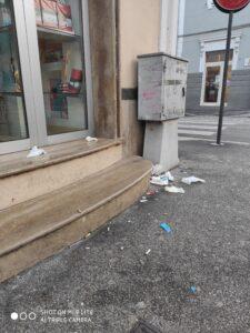 Inciviltà al centro di Avezzano, lo sfogo di un commerciante