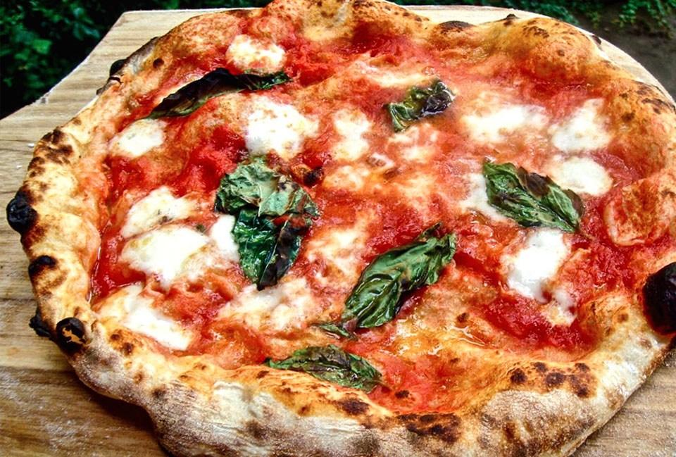 Una pizza a chi è positivo al Covid-19, è l'iniziativa solidale di una pizzeria di Magliano de' Marsi