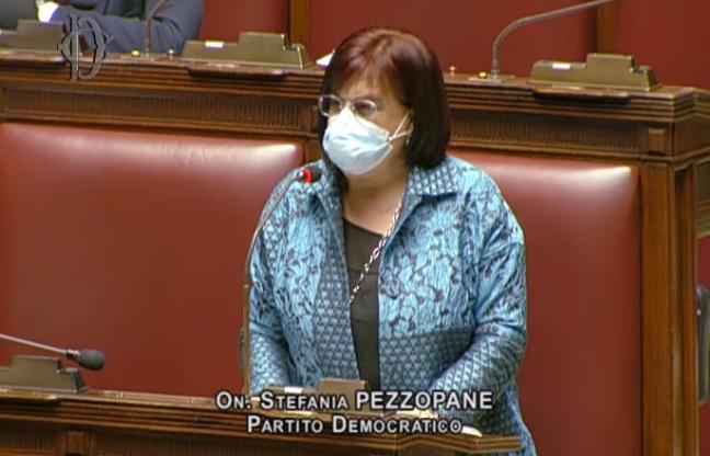 """""""Vergognosa la gestione dei vaccini Covid in Abruzzo"""": l'on. Pezzopane invia un'interrogazione al Ministro della Salute"""