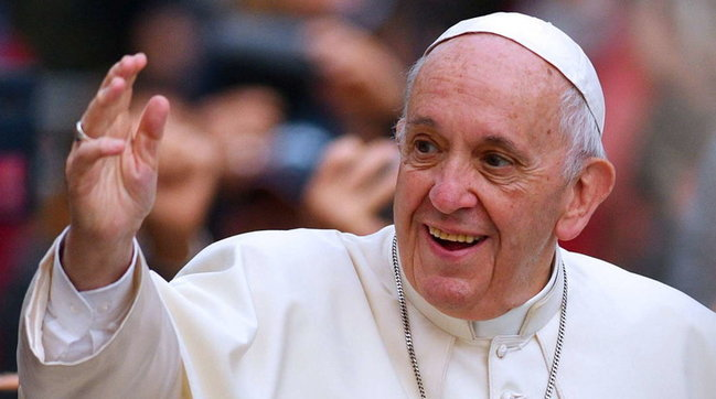 """De Cesare contro il Papa: """"Uomo piccolo piccolo, misero"""". Interviene la Diocesi"""