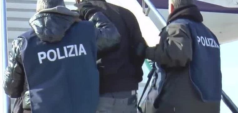 Ritenuto socialmente pericoloso, 40enne viene accompagnato allo scalo aereo di Roma