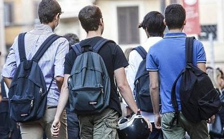 Studenti scuole superiori, sbloccate le borse di studio per un valore di 1,7 milioni di euro