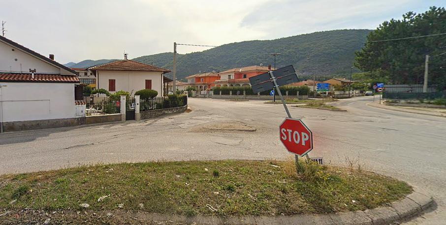 Incrocio tra via Borgo Incile e Via Circonfucense ad Avezzano: al via i lavori di sistemazione delle isole spartitraffico