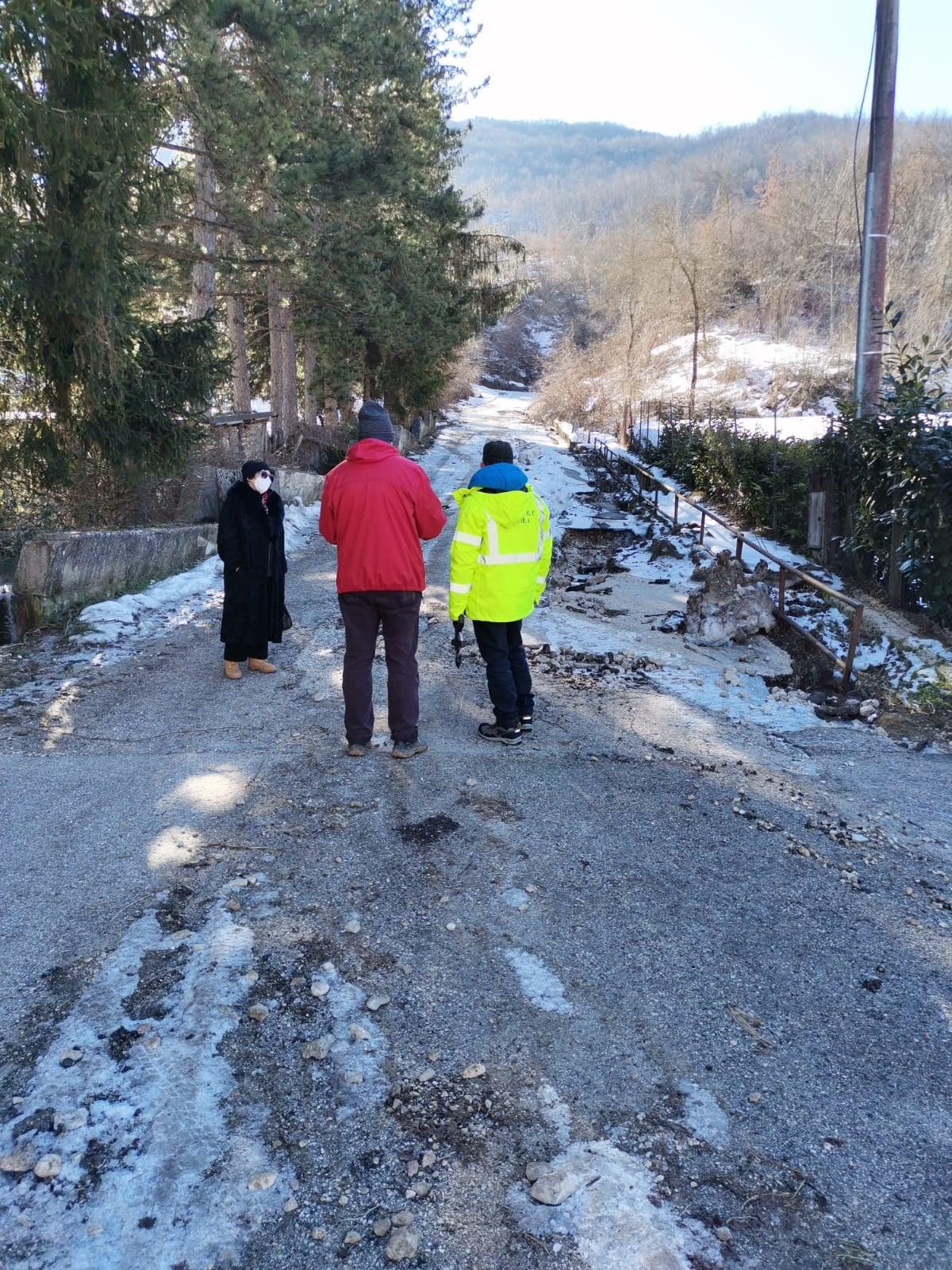 Castellafiume, sopralluogo in via della Ravara del Genio Civile della Regione Abruzzo