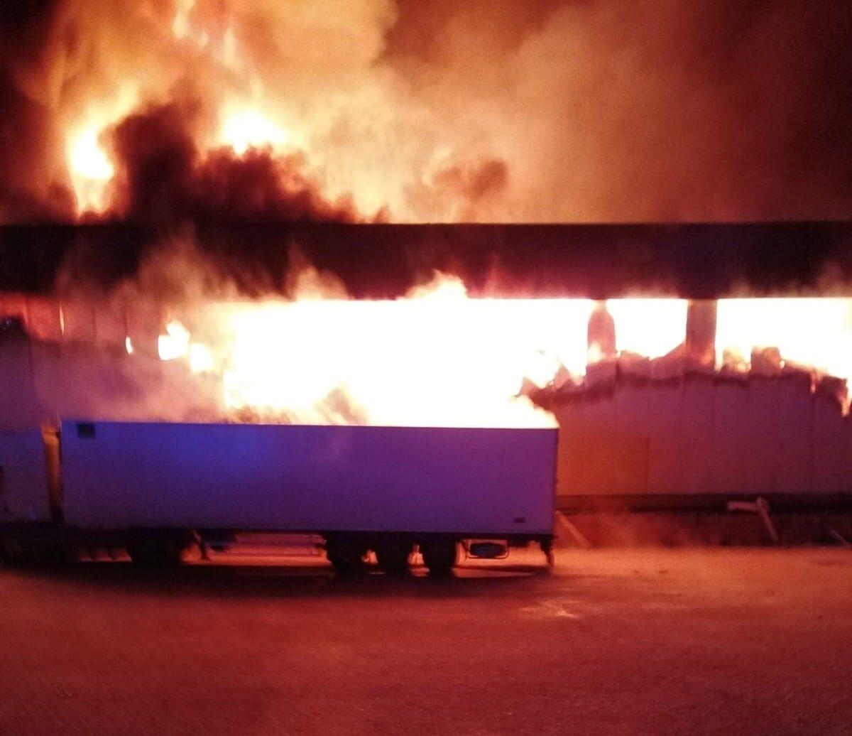 Violento incendio di un'azienda agricola marsicana