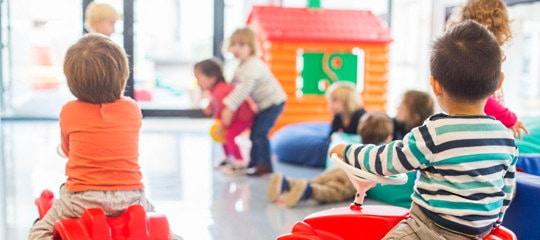 """Bambini tra i 2 e 3 anni, finanziate le """"Sezioni Primavera"""" per percorsi dal nido alla scuola d'infanzia"""