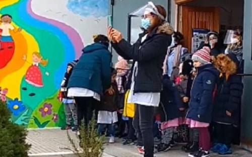 I bambini di San Benedetto dei Marsi hanno ricevuto il pane benedetto per festa di Sant'Antonio