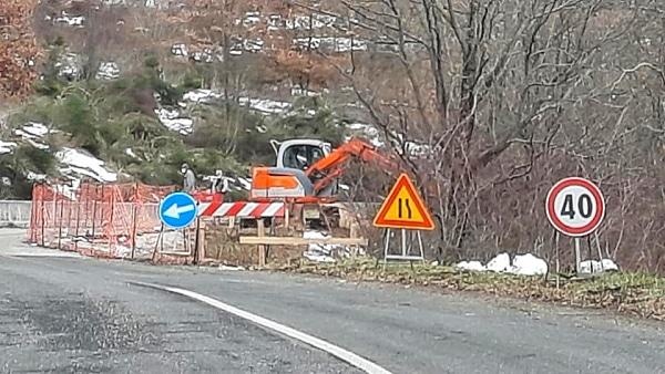 In corso i lavori per la sistemazione della frana sulla SP tra Pescocanale e Capistrello