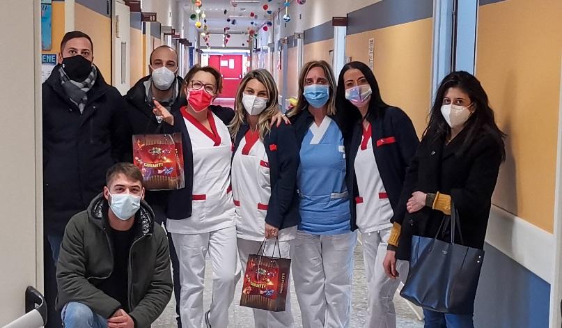 I ragazzi di Nazione Futura Avezzano donano calze della befana a bambini e personale medico sanitario del reparto di Pediatria dell'Ospedale