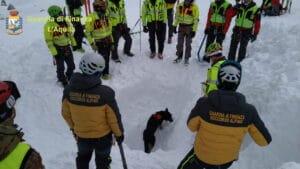 """Escursionisti dispersi, i cani """"fiutano una possibilità"""" e si scava (VIDEO)"""