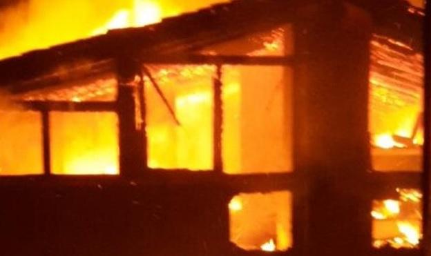 Casa incendiata, parte la gara di solidarietà per la famiglia che perde tutto