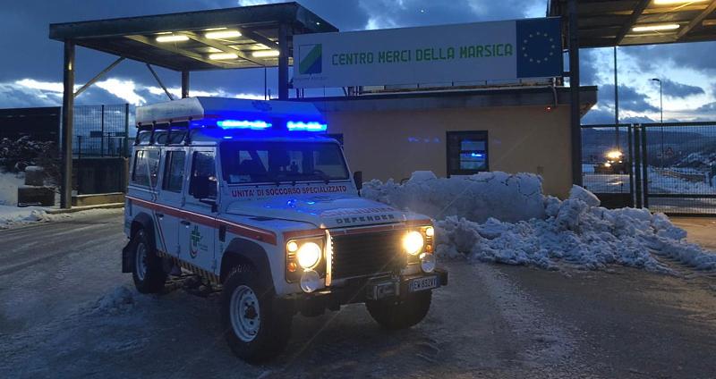 Protezione Civile all'Interporto di Avezzano per dare assistenza gli autisti dei Tir in difficoltà per la neve