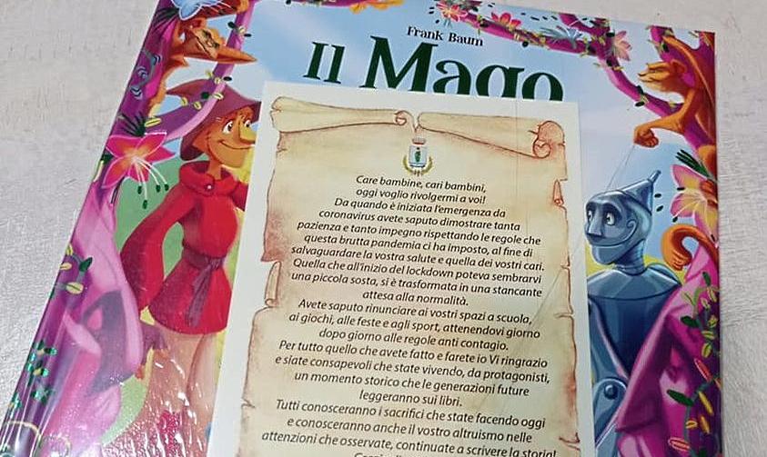 Per la Befana i bambini di Trasacco ricevono un libro in regalo dal Sindaco Lobene