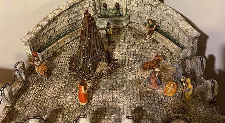 La piazza del borgo di Opi riprodotta in un presepe
