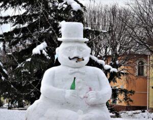 Ad Aielli anche i pupazzi di neve diventano opere d'arte