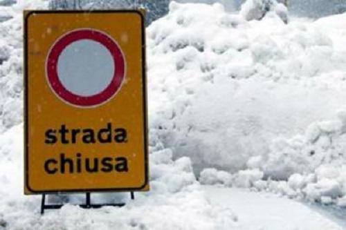 Chiusa la strada comunale Villavallelonga-Pescasseroli, nel tratto che inizia da Madonna della Lanna fino a località Aceretta