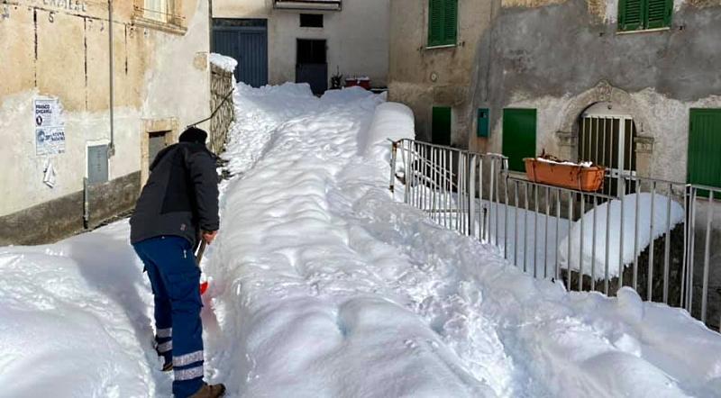 Protezione Civile di Tagliacozzo raggiunge la frazione di Tremonti isolata per la neve