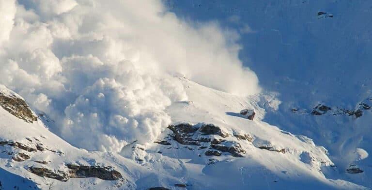 Pericolo valanghe, il Comune di Villavallelonga vieta escursioni, sci, ciaspolate e sport sulla neve