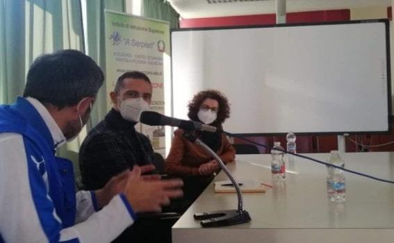 """L'arbitro di """"serie A"""" Aleandro Di Paolo ha incontrato gli studenti dell'Istituto A. Serpieri: sport ed Educazione Civica al centro del dibattito"""