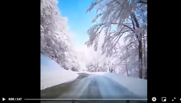 Scenario d'incanto tra la neve a Forca d'Acero