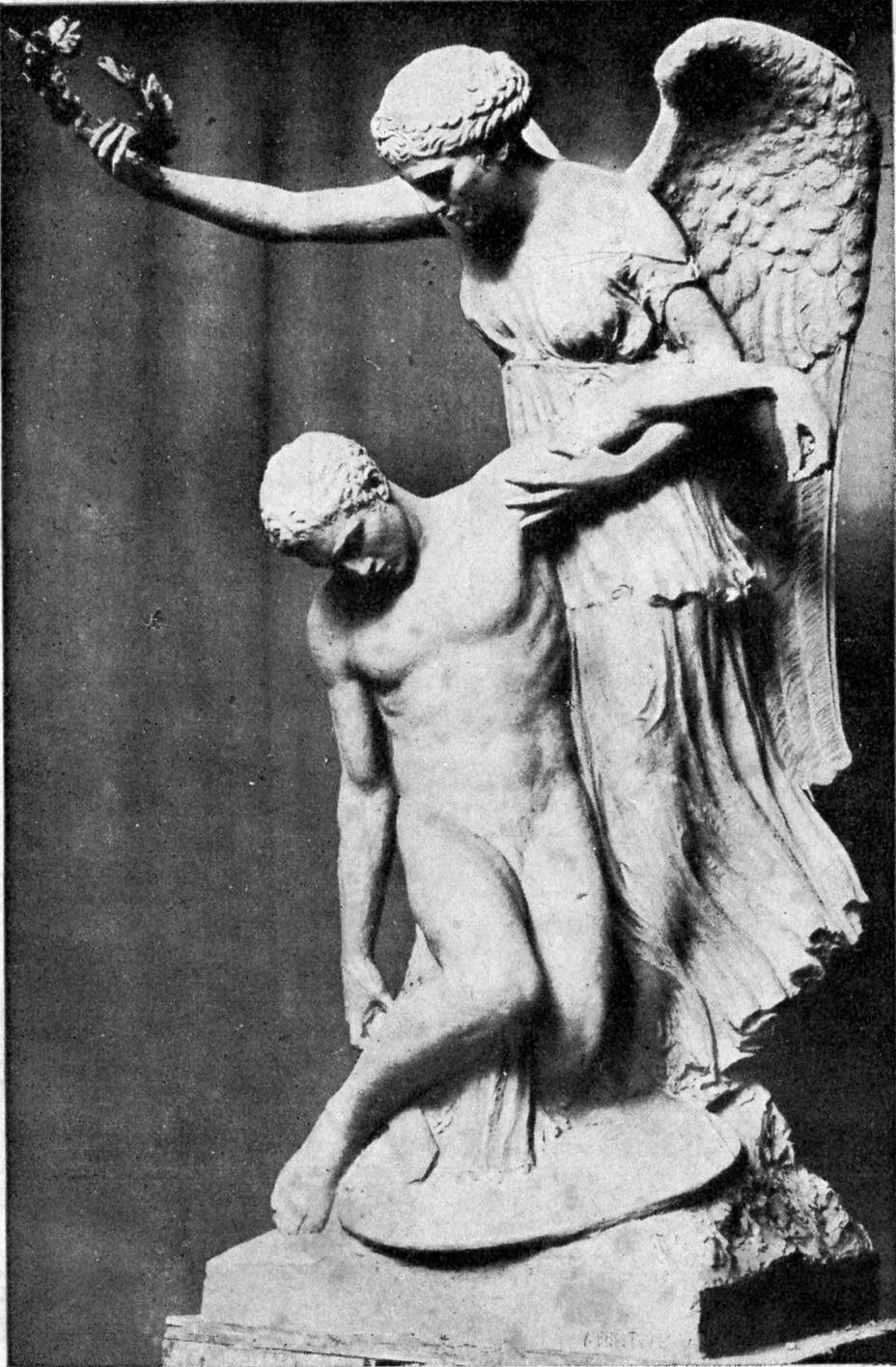 Carsoli, il monumento ai caduti dello scultore Bentiveglia torna al centro del paese