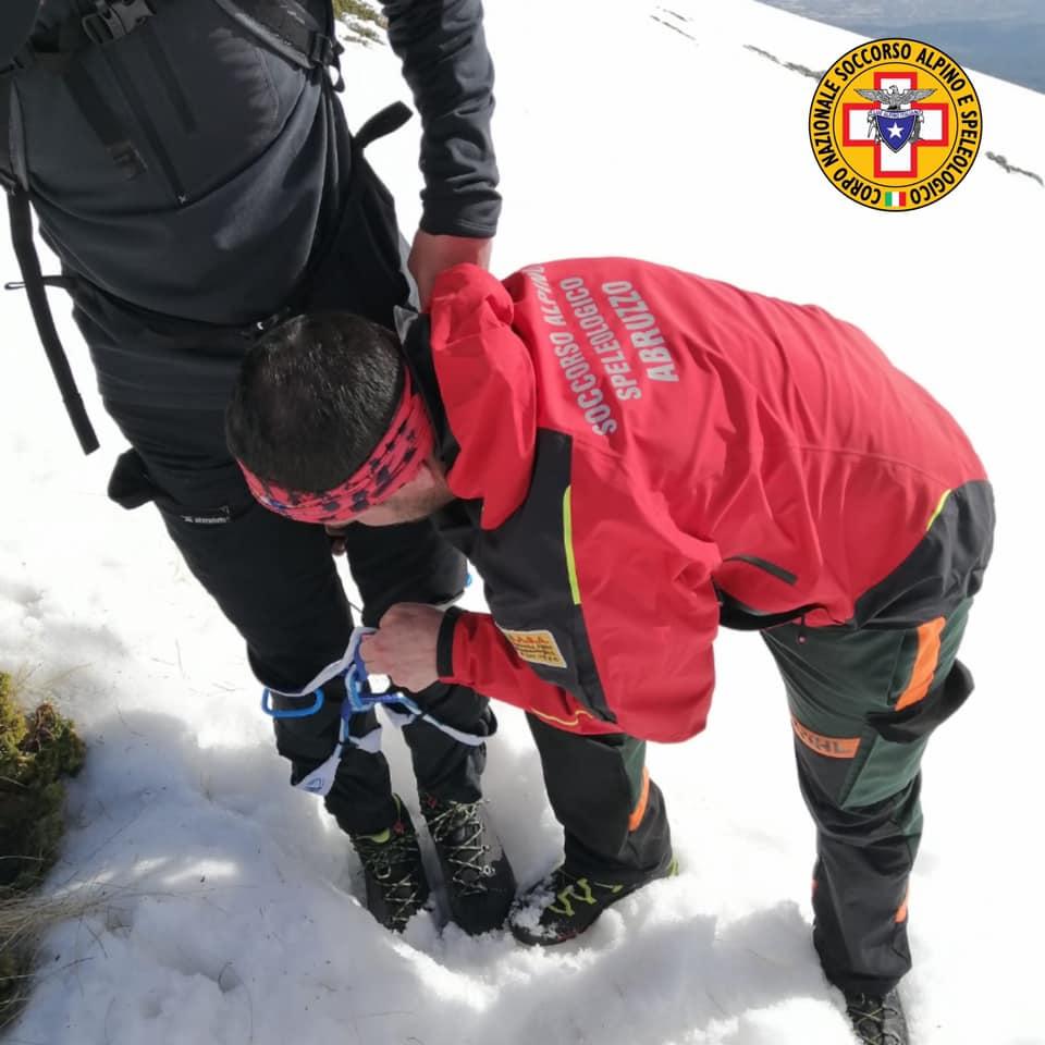 Precipitano per una scarpata di 70 metri sul Velino, due giovani alpinisti recuperati dalla squadra del Soccorso Alpino che era ai funerali ad Avezzano