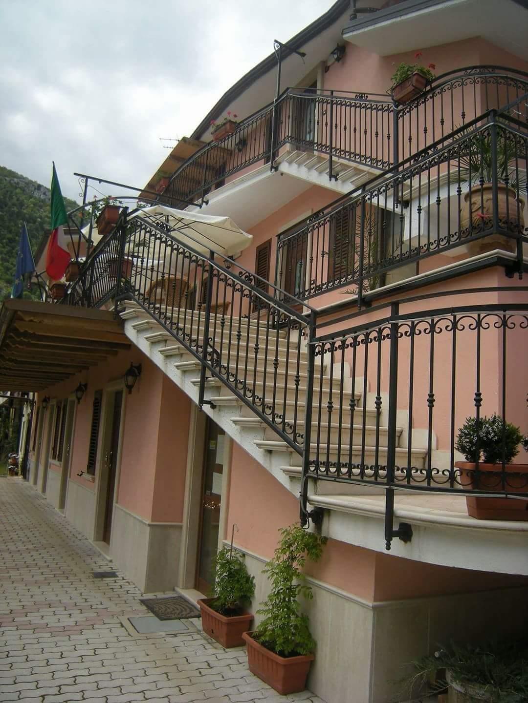 Albergo di Capistrello offre ospitalità ai soccorritori impegnati sul Monte Velino
