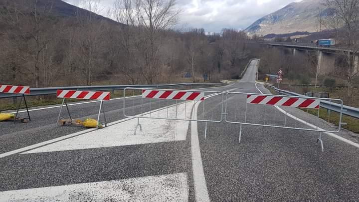 San Vincenzo Valle Roveto, interdetto il passaggio sul ponte tra Roccavivi e Balsorano causa aggravamento della frana