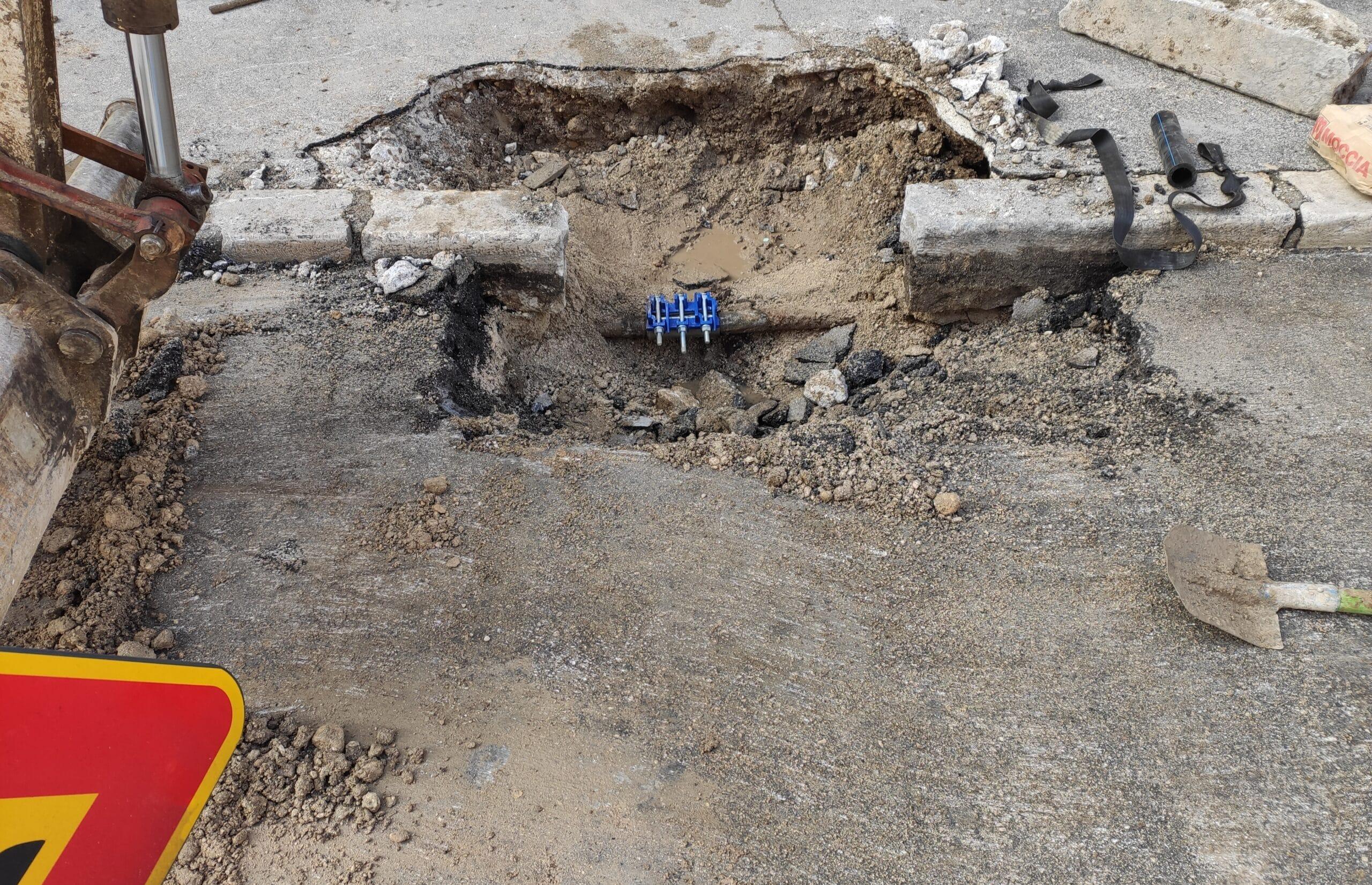 Perdita idrica al centro di Avezzano, operai del Cam sul posto