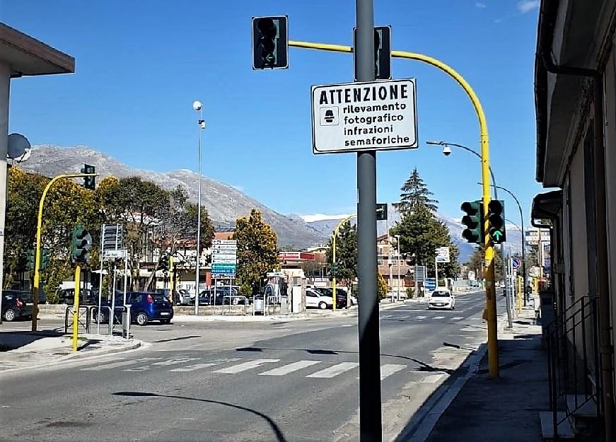 """Il Tribunale di Avezzano ha sentenziato un'altra sconfitta per i multati del T-Red sulla """"fantomatica"""" doppia striscia di arresto"""