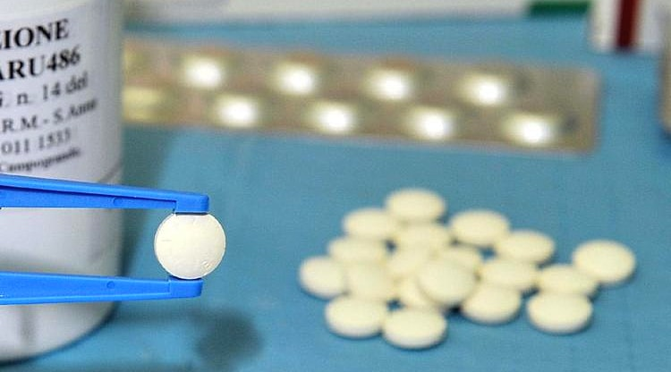 Interruzione farmacologica di gravidanza. Verì: preferire la somministrazione in ospedale e non nei consultori