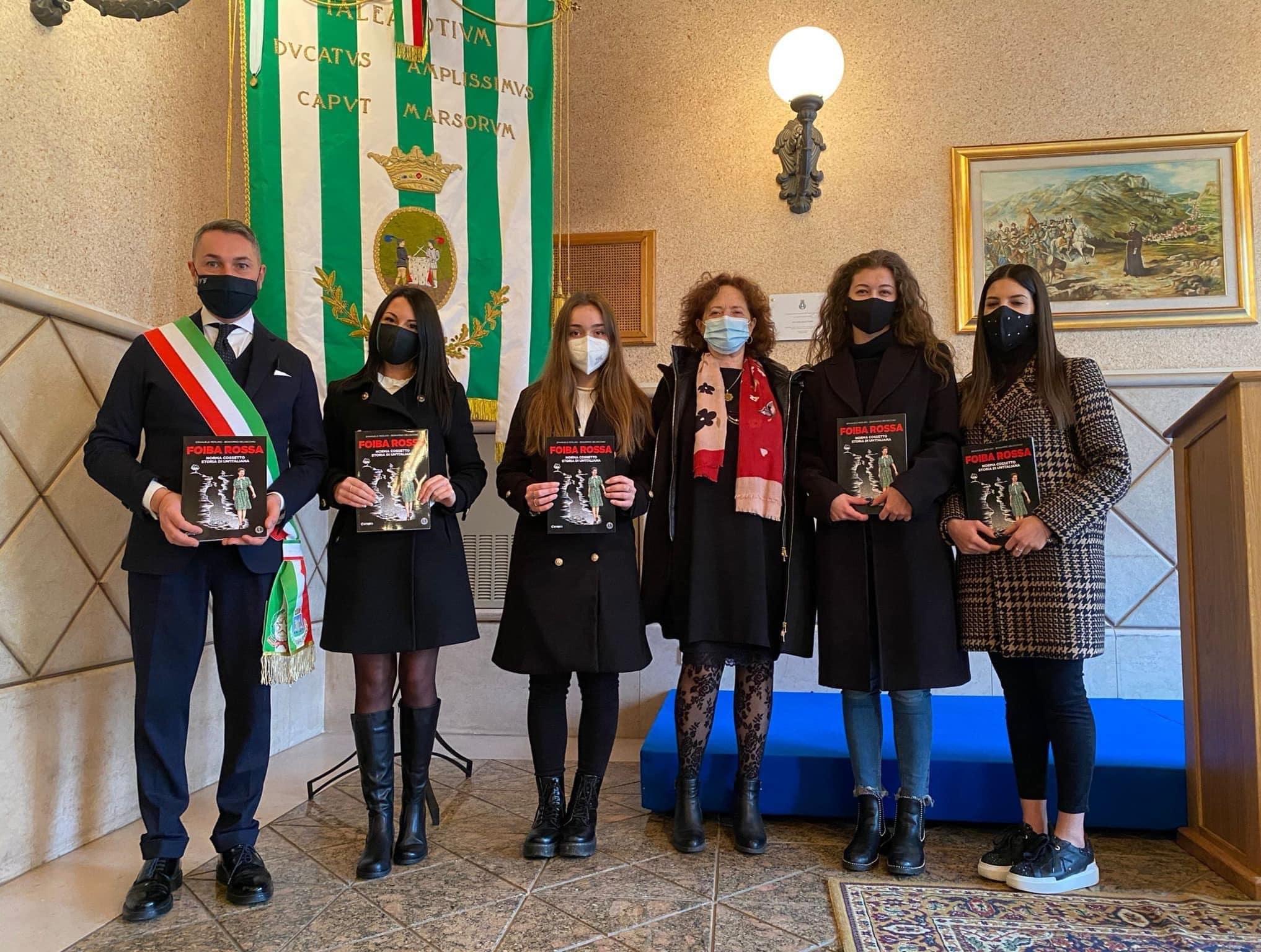 """""""Nazione Futura Tagliacozzo"""" dona 5 copie del fumetto """"Foiba Rossa"""" all'Istituto Scolastico A. Argoli"""