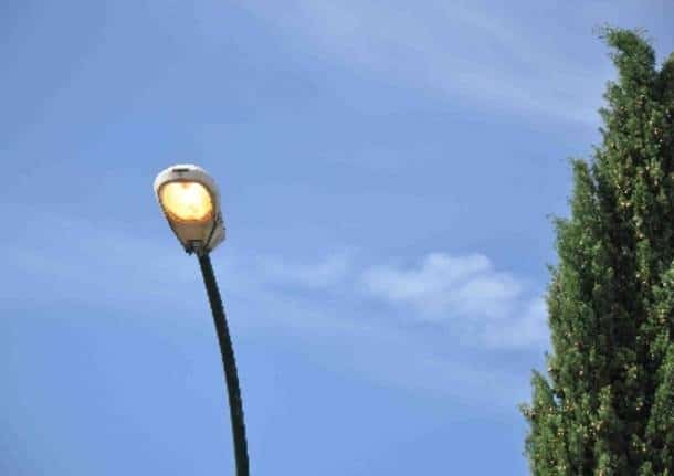 Dispersione di energia elettrica a Castellafiume, operatori sul posto per la riparazione del guasto