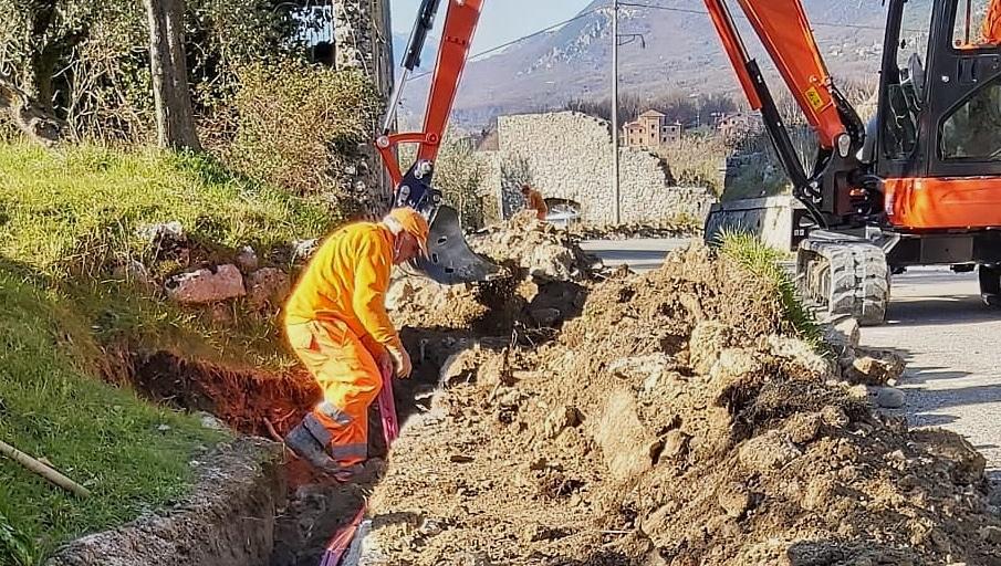 Iniziati lavori di messa in posa dell'impianto di illuminazione pubblica a Balsorano Vecchio